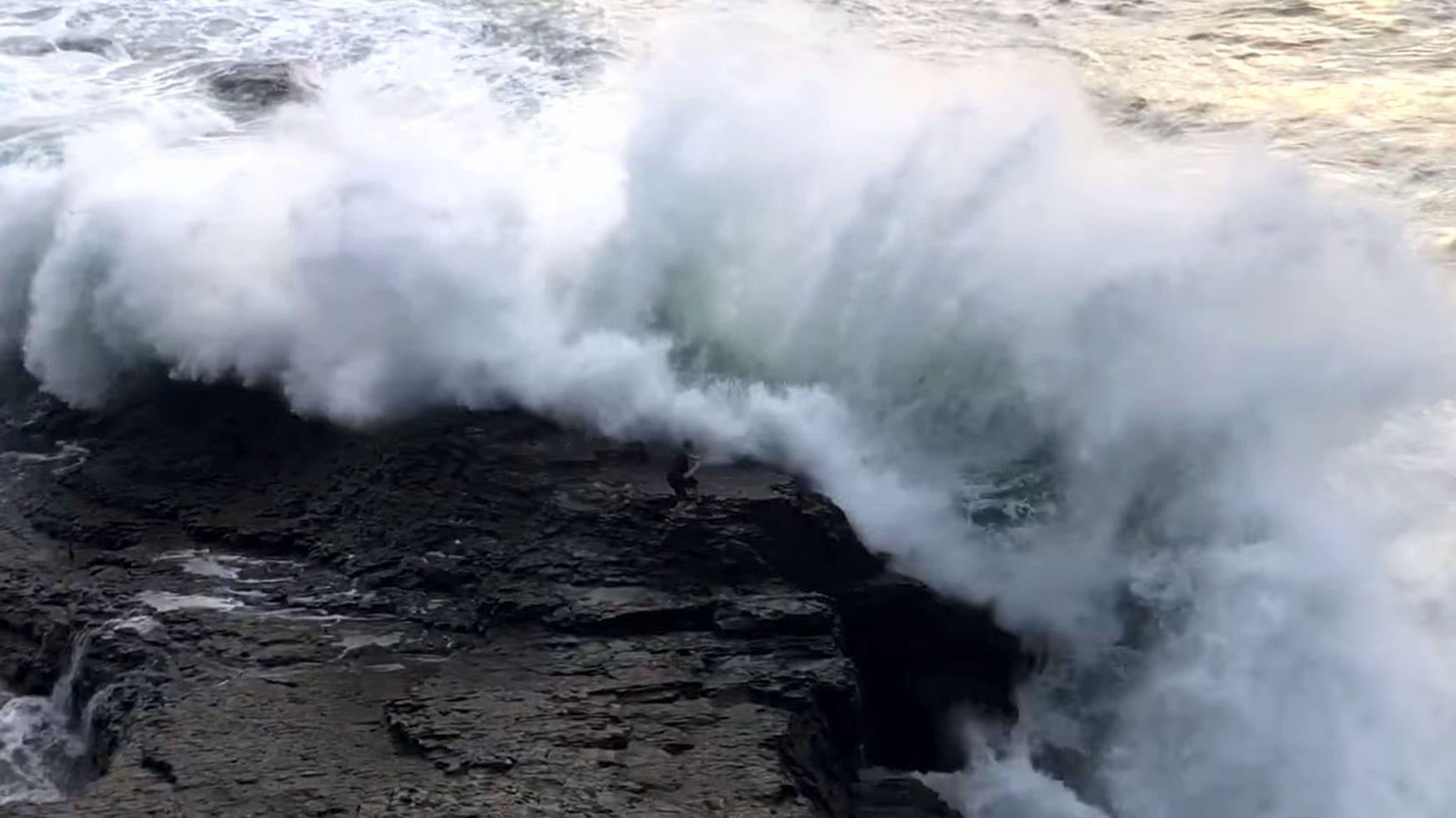 25 foot coastal waves in Santa Cruz Area