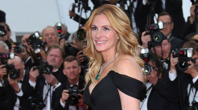 Actress Julia Roberts poses for photographers