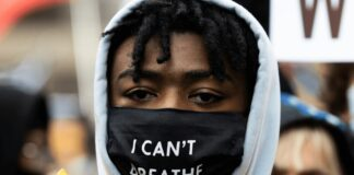 """A protester with an """"I Can't Breathe"""" mask"""