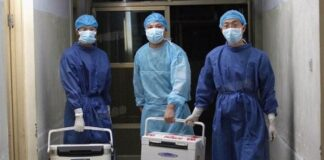 Doctors carry fresh organs for transplant at a hospital in Henan province, China, on Aug. 16, 2012.