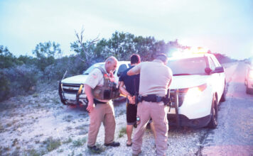 Arrest a smuggler and seven illegal aliens from Guatemala near Brackettville, Texas