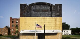 Closed theater in Cairo Illinois