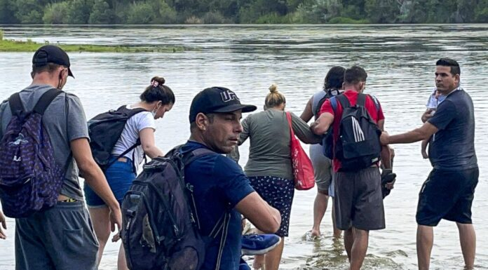 Illegal Immigrants crossing Rio Grande from Acuna