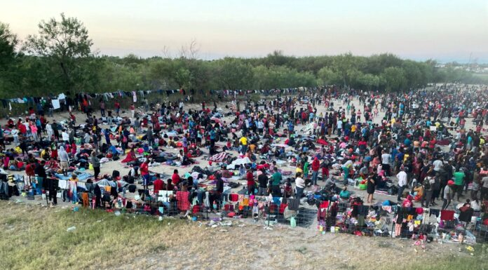 10,000 Illegals in Del Rio, Texas